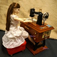 YC0045BRN 1/6 Miniature Wind Up Mini Antiquated Sewing Machine